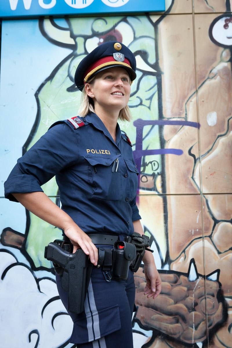 Polizistin bei der Arbeit