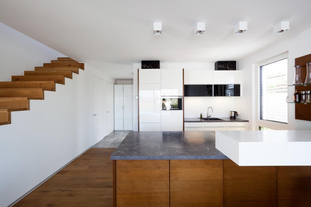 Architekturfotografie einer Küche in einem Einfamilienhaus