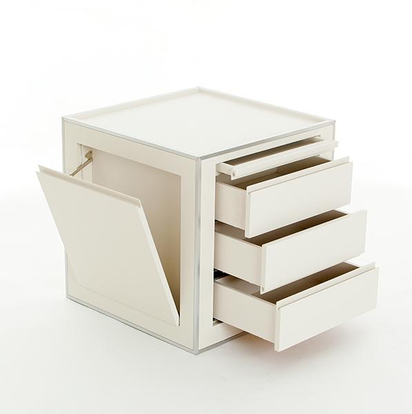 Design Möbel aus weißer Schichtplatte,  Ladenschrank von Architekt Michael Scheriau