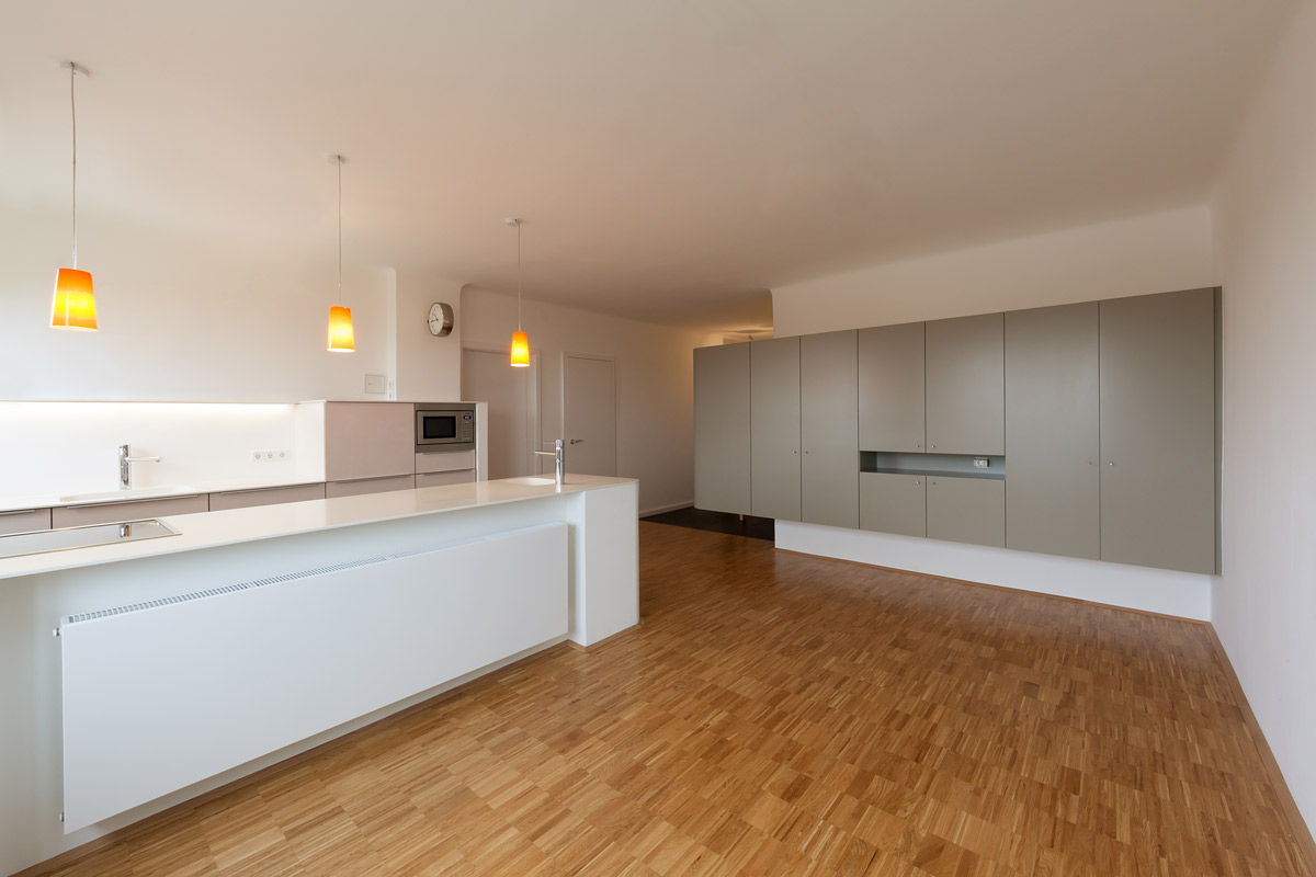 Architekturfoto eines grauen Schrankes in einer Wohnung