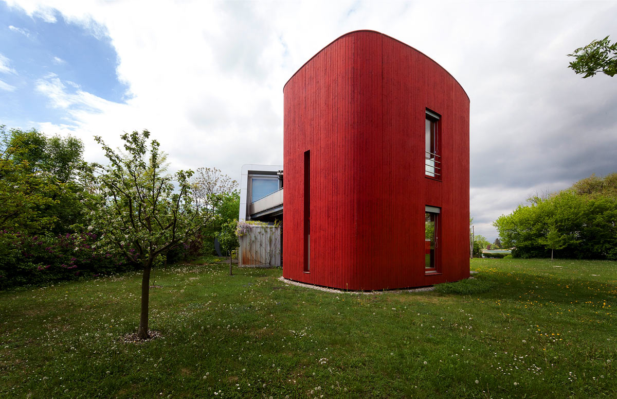 Rotes Holzhaus von Eichinger und Knechtl
